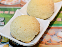 Famous char siew or BBQ pork buns at Tim Ho Wan