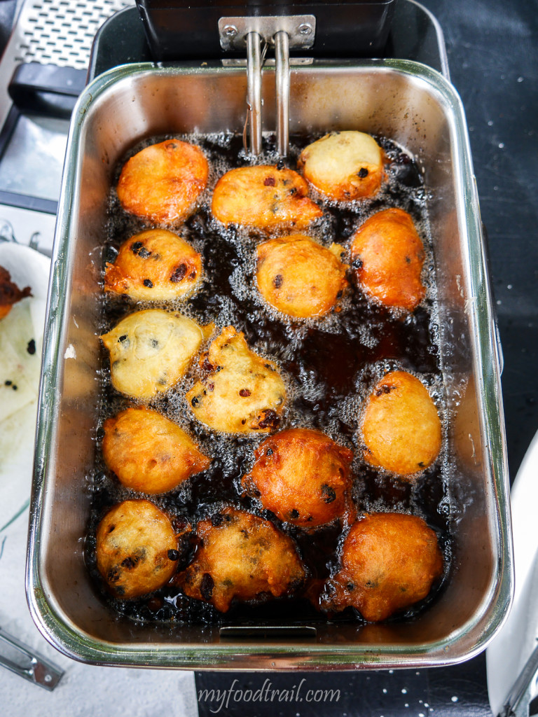 Oliebollen donuts frying